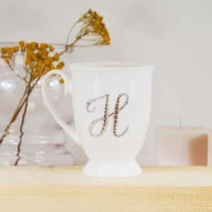 """Porcelianinis puodelis su """"H"""" raide"""