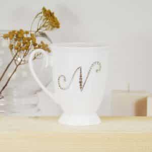 "Porcelianinis puodelis su ""N"" raide"