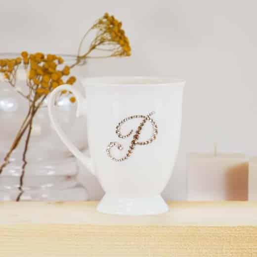"""Porcelianinis puodelis su """"P"""" raide"""