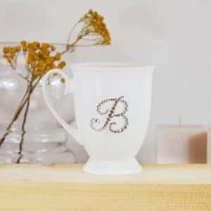 """Porcelianinis puodelis su """"B"""" raide"""