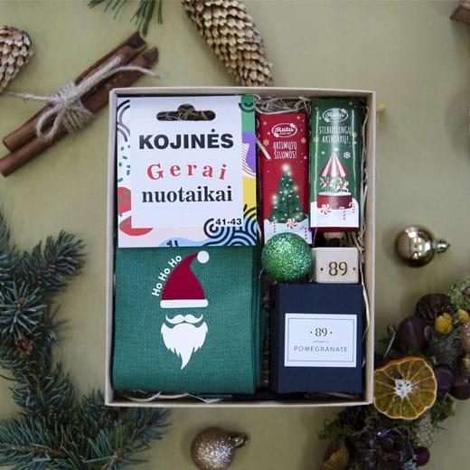 """Kalėdinis rinkinys """"Auto kvapas ir kojinės"""""""