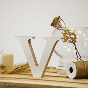 """Medinė raidė """"V"""""""