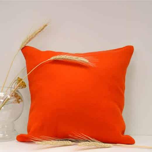 raudona pagalvėlė